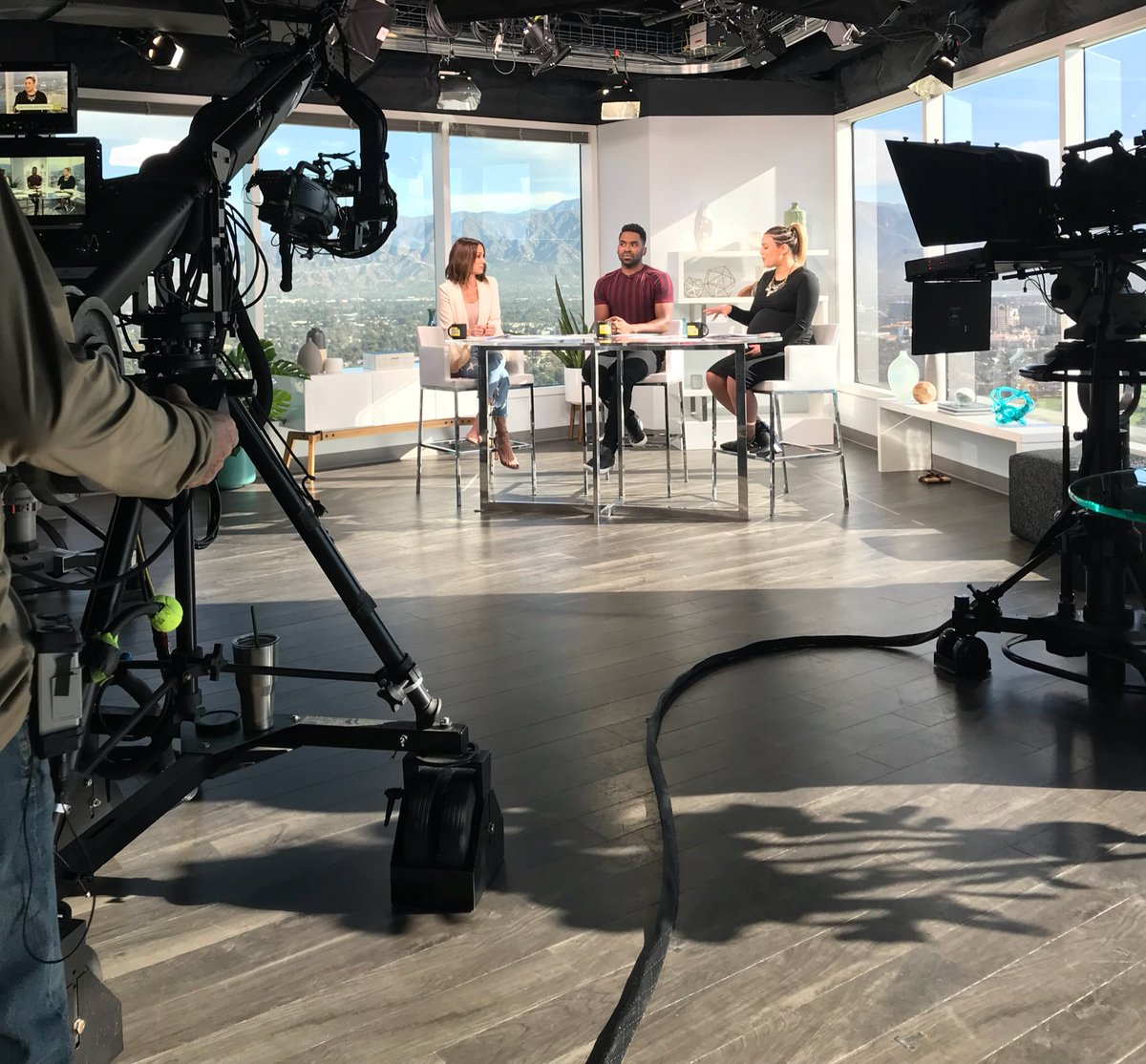 East Coast and West Coast: I'm about to be live on @enews #DailyPop! Watch now 😍 https://t.co/8mXGKCsQ4q