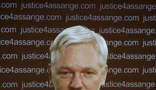 Assange acusa a España de crear sus 'primeros prisioneros políticos' https://t.co/EojRG5PnlU https://t.co/BPJFZyfLlU