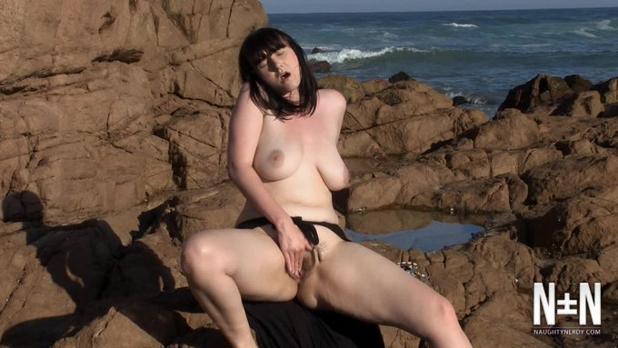 Just made a sale! Public Beach Hairy Pussy Masturbation. Get yours here https://t.co/L0XGLq518J @manyvids