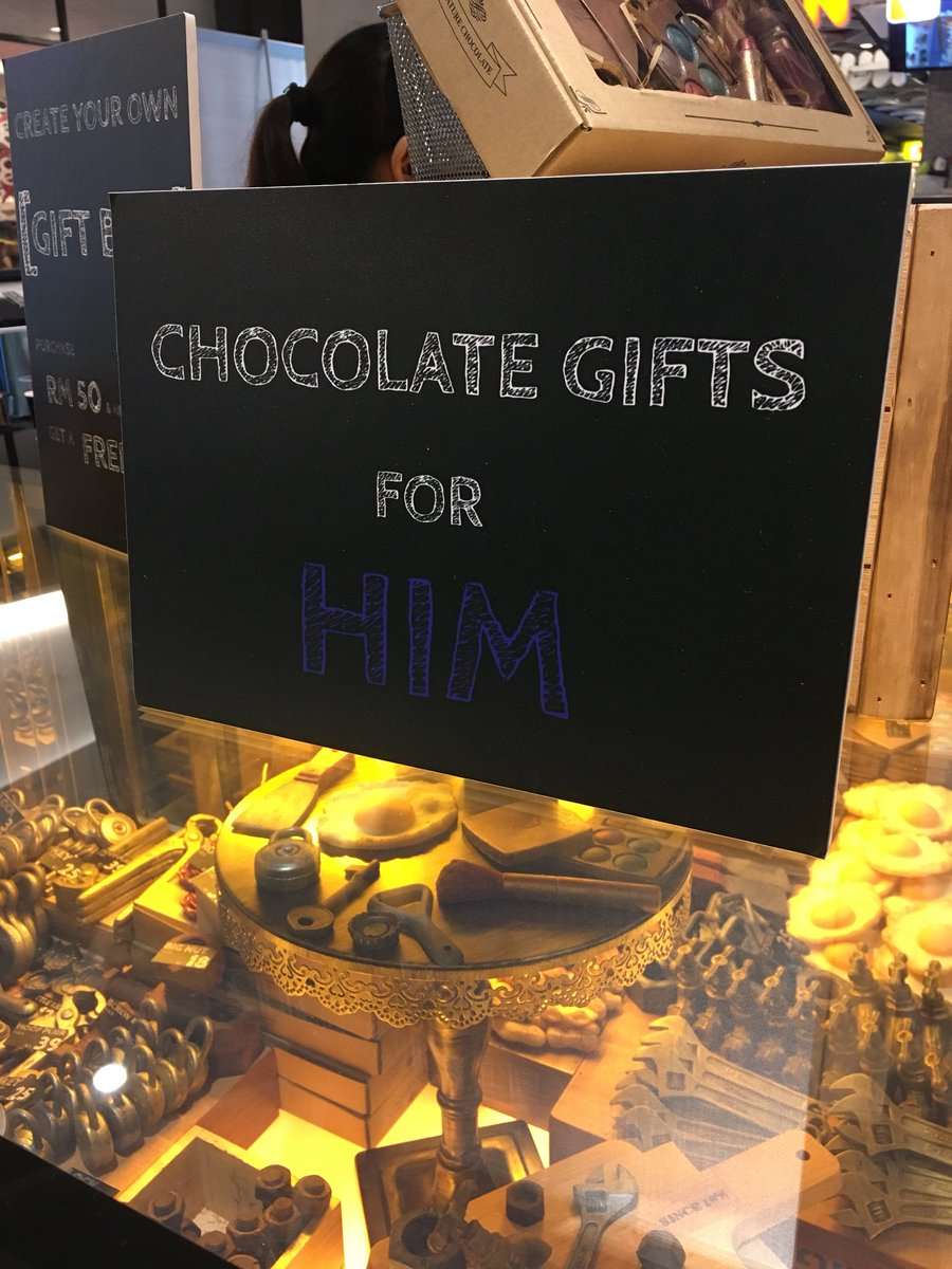 RT @justEizzan: Giving chocolates are too cliché? Give him/her these types of chocs.   Lokasi: Midvalley (depan MPH) https://t.co/DGZCm06DyS