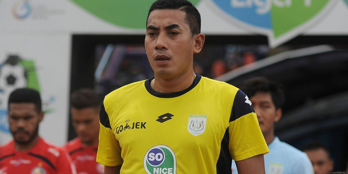 Indonesian soccer player dies after collision with teammate