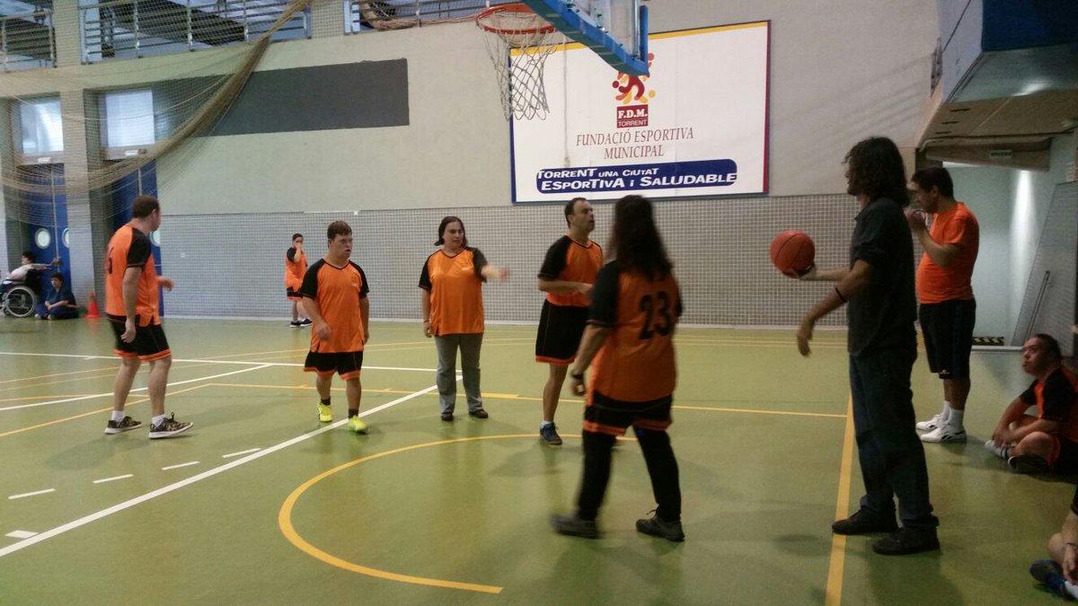 provar Twitter Mitjans - 🏀💪Ayer, en la semana de la discapacidad de #Torrent, participamos en la jornada de deporte adaptado en el Pabellón del Vedad. Que partidazo! https://t.co/3jfsTPR0Ka