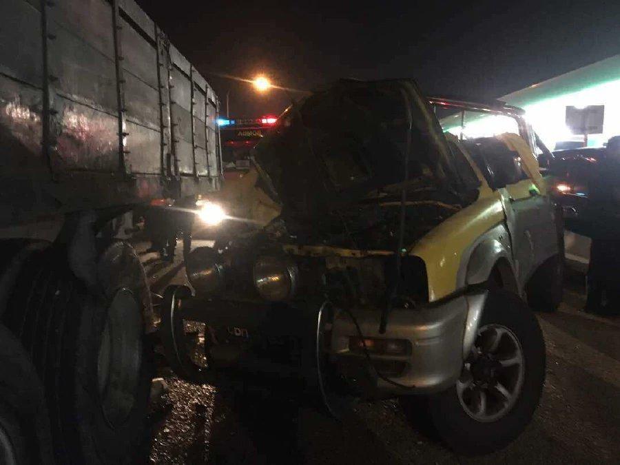 52-year-old man dies after crashing 4WD into trailer, Exora
