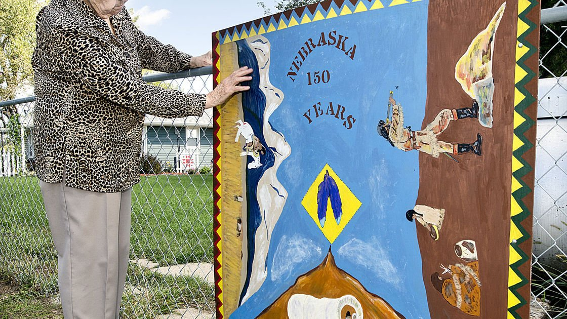 Artist paints barn quilt to mark Nebraska's 150th anniversary
