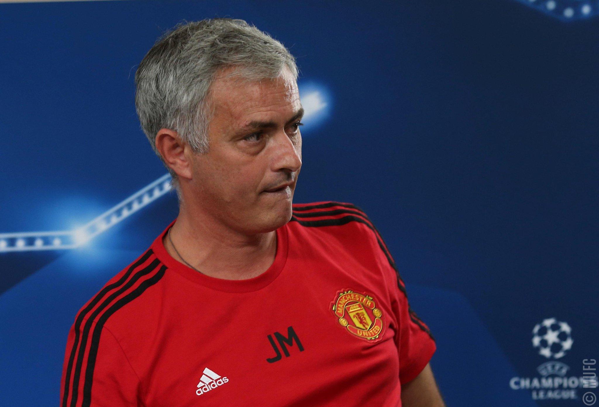 Jose Mourinho clarifies his comments on his #MUFC future: https://t.co/Lsb6fUCkHe https://t.co/mXhXtpZMCh