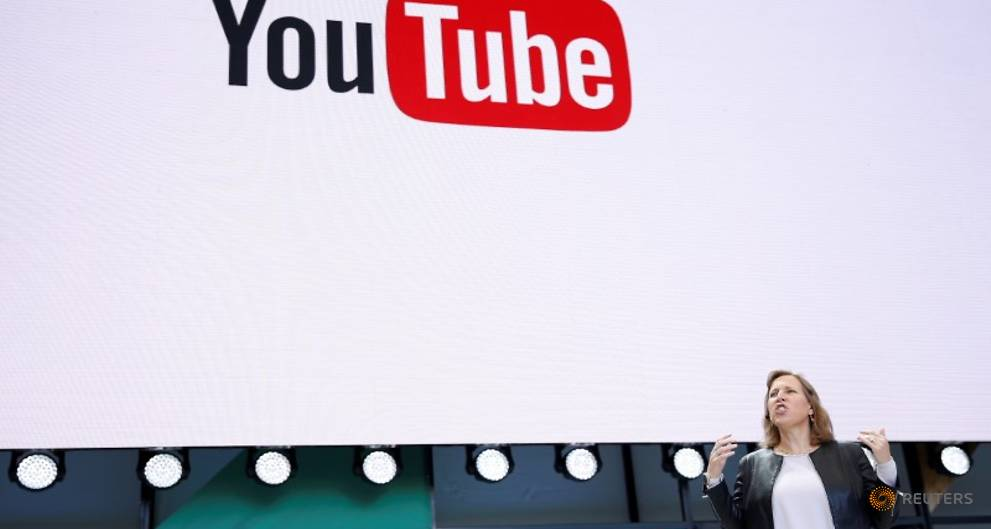 YouTube debuts comedy video series in virtual reality push
