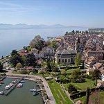 El Salvador Fugitive Tycoon Hiding Out in Switzerland: Report