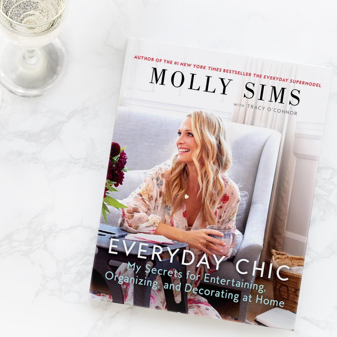 Come hang out with me tonight at @theDrybar in Hell's Kitchen! I'll be signing my book #EverydayChic while you guys sip on champs & cupcakes https://t.co/9ZqPgyCg6H