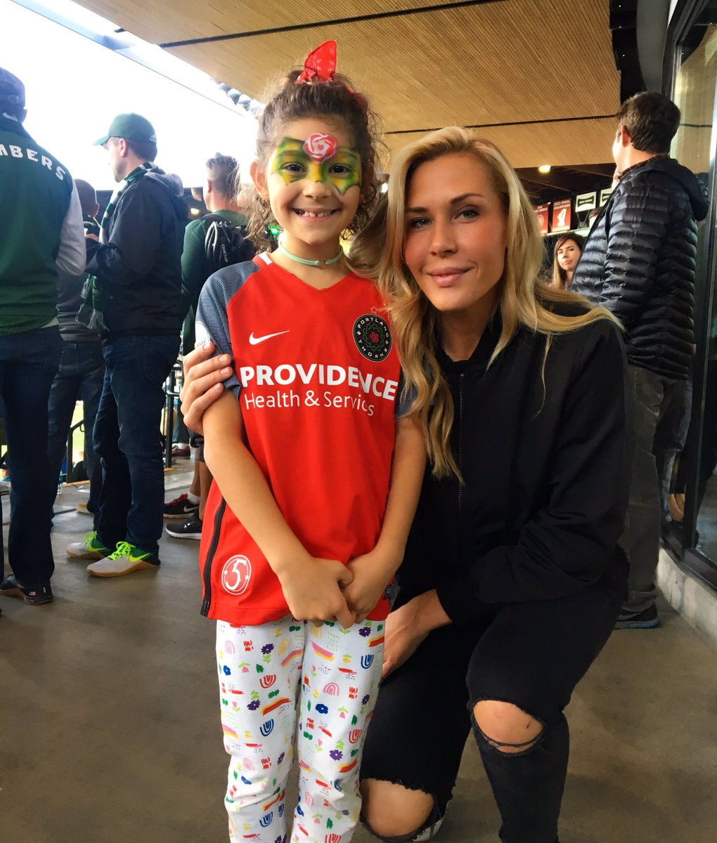 RT @ALLIE_LONG: You are so special to me! #goodluckcharm #actually #everygameshecametowewon https://t.co/rbpqyPKExa