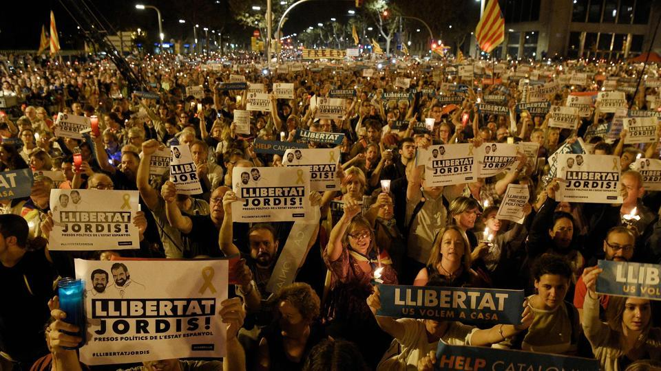200,000 Catalans rally against separatist leaders' detention
