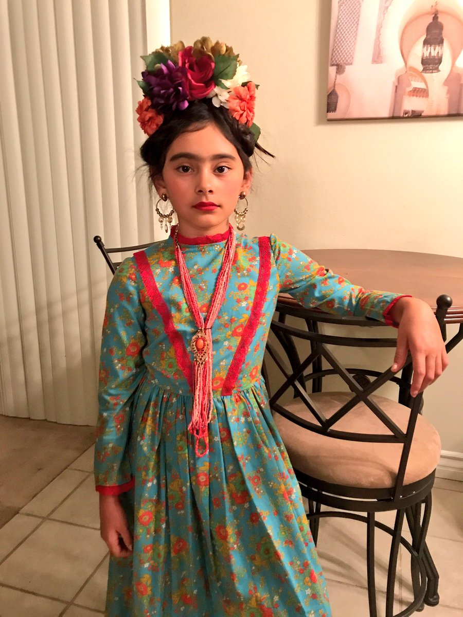 RT @yanielthehomie: Look @ my cool ass neice as Frida 😿 https://t.co/gw0wXv7pmY