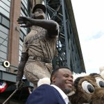 Bat stolen from Ken Griffey Jr. statue outside Safeco Field