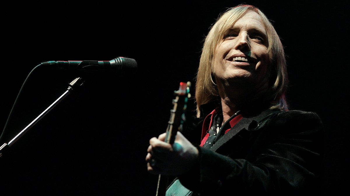 Tom Petty's daughter shares heartbreaking pictures from his private funeral via @TODAYshow