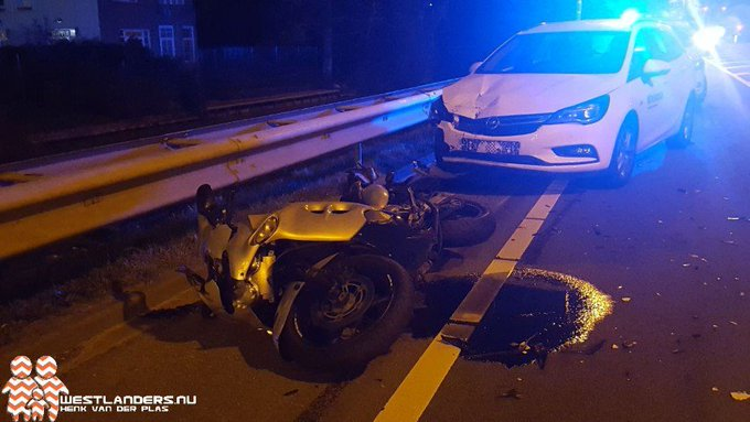 Motorrijder licht gewond bij ongeluk Nieuweweg https://t.co/rn8WHd056B https://t.co/QyexQdU79j