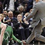 NBA. L'effroyable blessure de Gordon Hayward, sorti sur civière