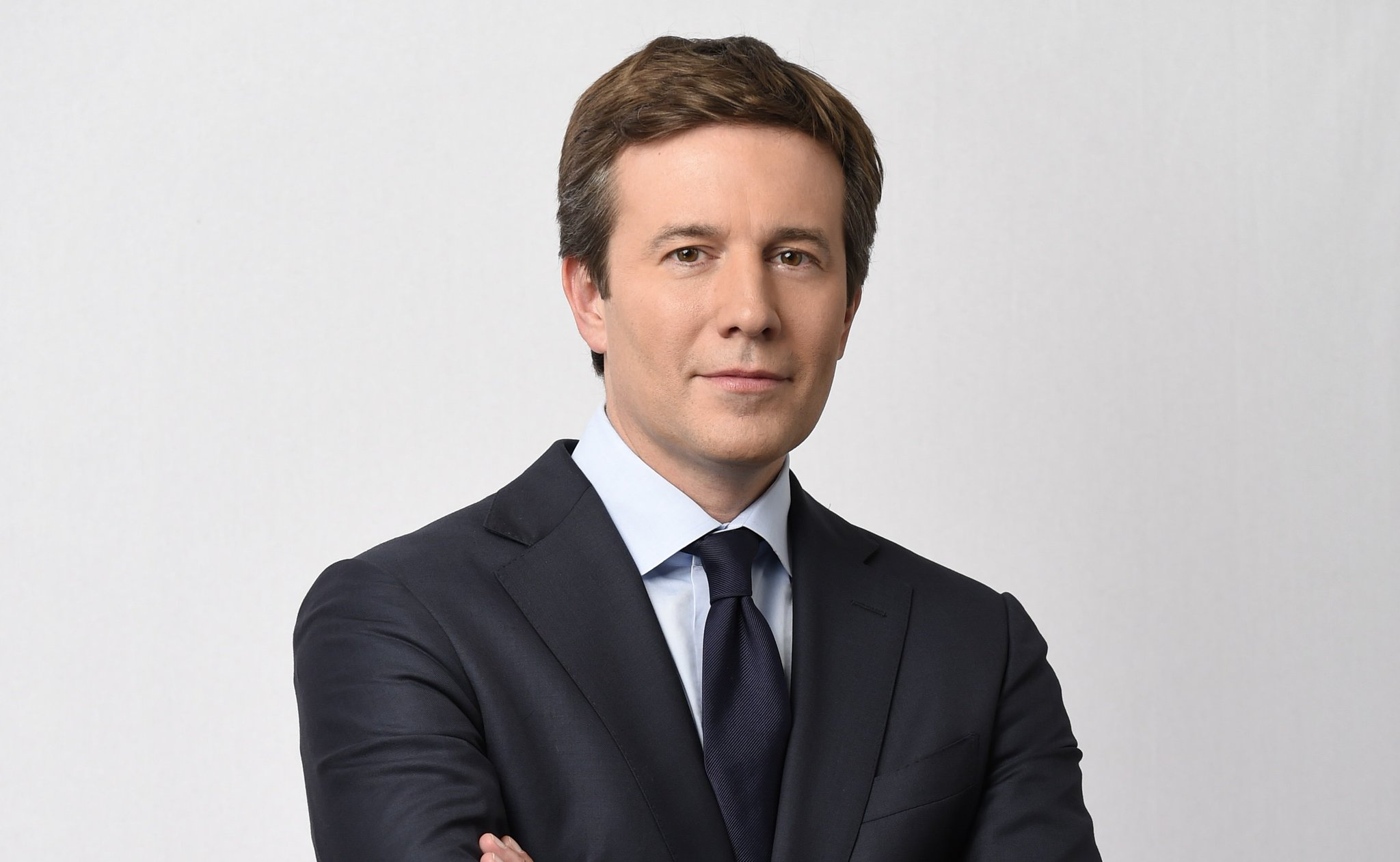.@CBSNews names @jeffglor anchor of the @CBSEveningNews. MORE: https://t.co/kWQKKXznKR https://t.co/TjJyIrz2o3