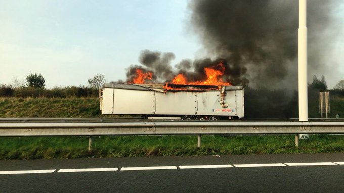 Flinke middelbrand op rijksweg A4 https://t.co/icCXhoGmBt https://t.co/iGXAXeqcoG