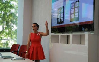 "test Twitter Media - Entrega premios Vodafone onde Silvia, do grupo GTI do centro, recolleu o premio ""Accesibilidad TIC"". Parabéns Silvia https://t.co/Vo3wGhhUJS https://t.co/w5oowG9NZc"