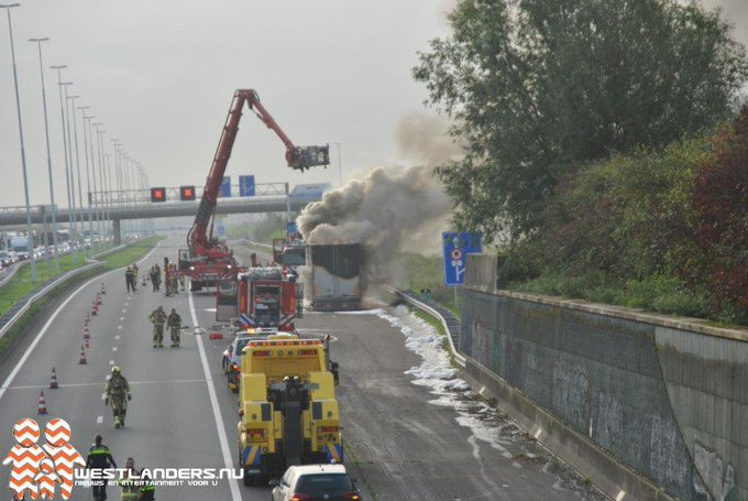 Flinke middelbrand op rijksweg A4 (foto update) https://t.co/icCXhoGmBt https://t.co/4YTyJSBojZ