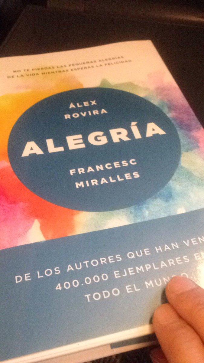 #alegria #ganasdeleer @alexroviracelma #felicidad #FelizMiercoles #BuenosDias https://t.co/JrUUH0J35g