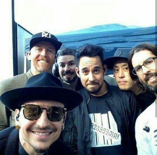 RT @sa2000512: I'm voting for @linkinpark for Favorite Artist Alternative Rock at the #AMAs https://t.co/XUrJAcDpcT