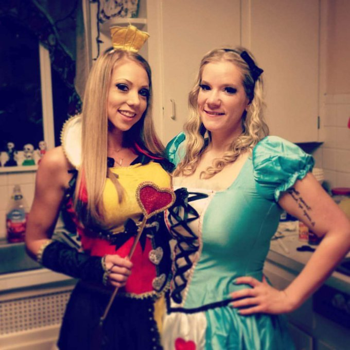 Here is a Halloween #Throwback of Me and Nicole! 💕💕💕 https://t.co/D8dmuogmgc