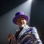 Tragically Hip frontman Gord Downie dead at age 53