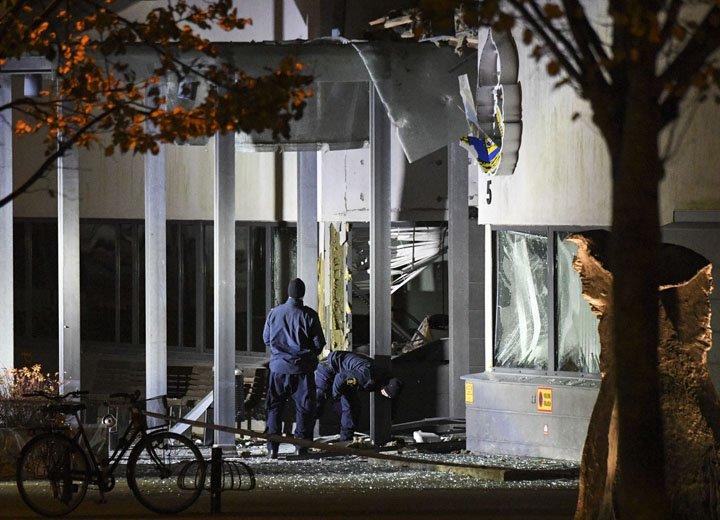 @BroadcastImagem: Explosão atinge posto da polícia em Helsingborg, no sul da Suécia. Não há informações de feridos. Johan Nilsson/AP