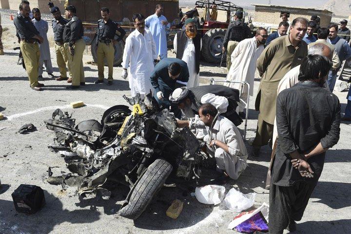 @BroadcastImagem: Atentado contra polícia deixa 7 mortos e 22 feridos na cidade de Quetta, no oeste do Paquistão. Arshad Butt/AP