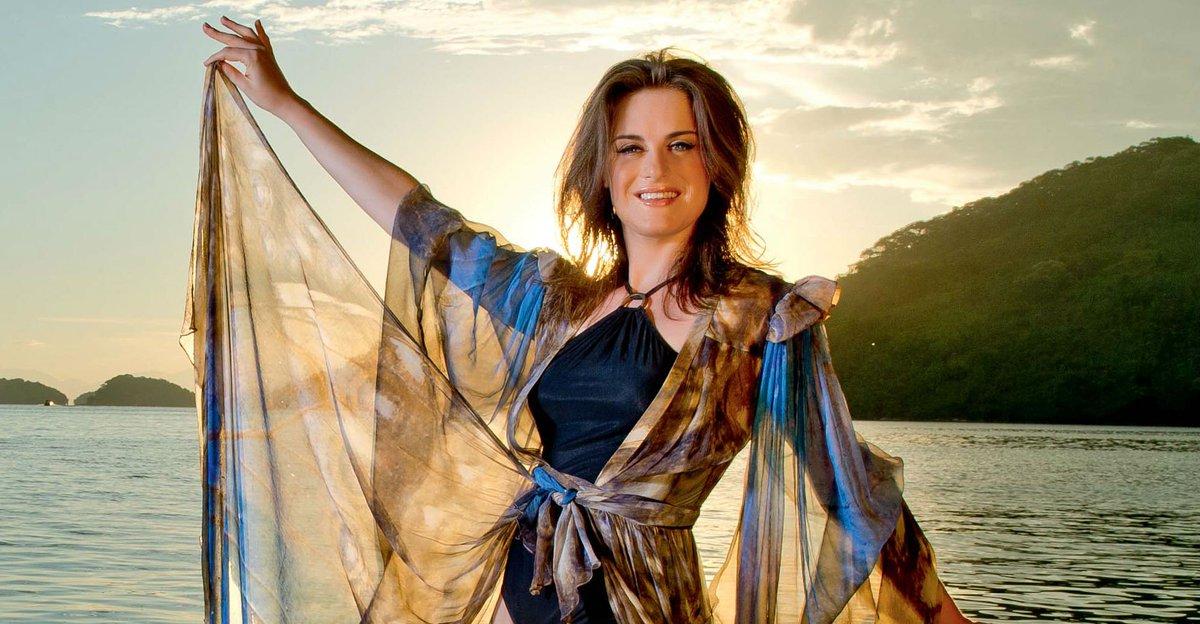 Alessandra Maestrini. Foto do site da Caras Brasil que mostra Alessandra Maestrini convida todos para novo projeto nos palcos