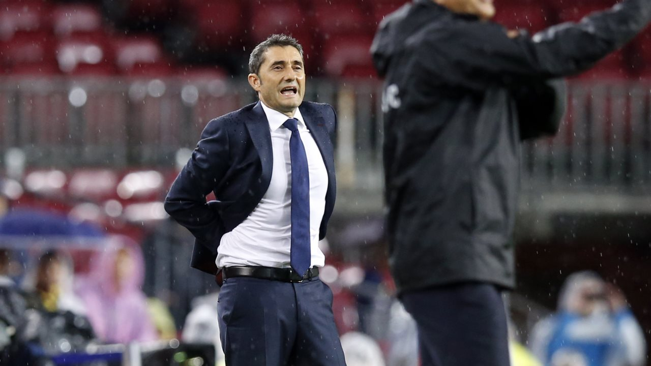 �� Minut 80: Tercer canvi d'Ernesto Valverde  �� André Gomes �� Sergio Busquets  #BarçaOlympiacos https://t.co/nRhC2ps89p