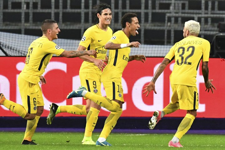 @BroadcastImagem: Neymar marcar na vitória do PSG por 4 a 0 diante do Anderlecht na Liga dos Campeões. Geert Vanden Wijngaert/AP
