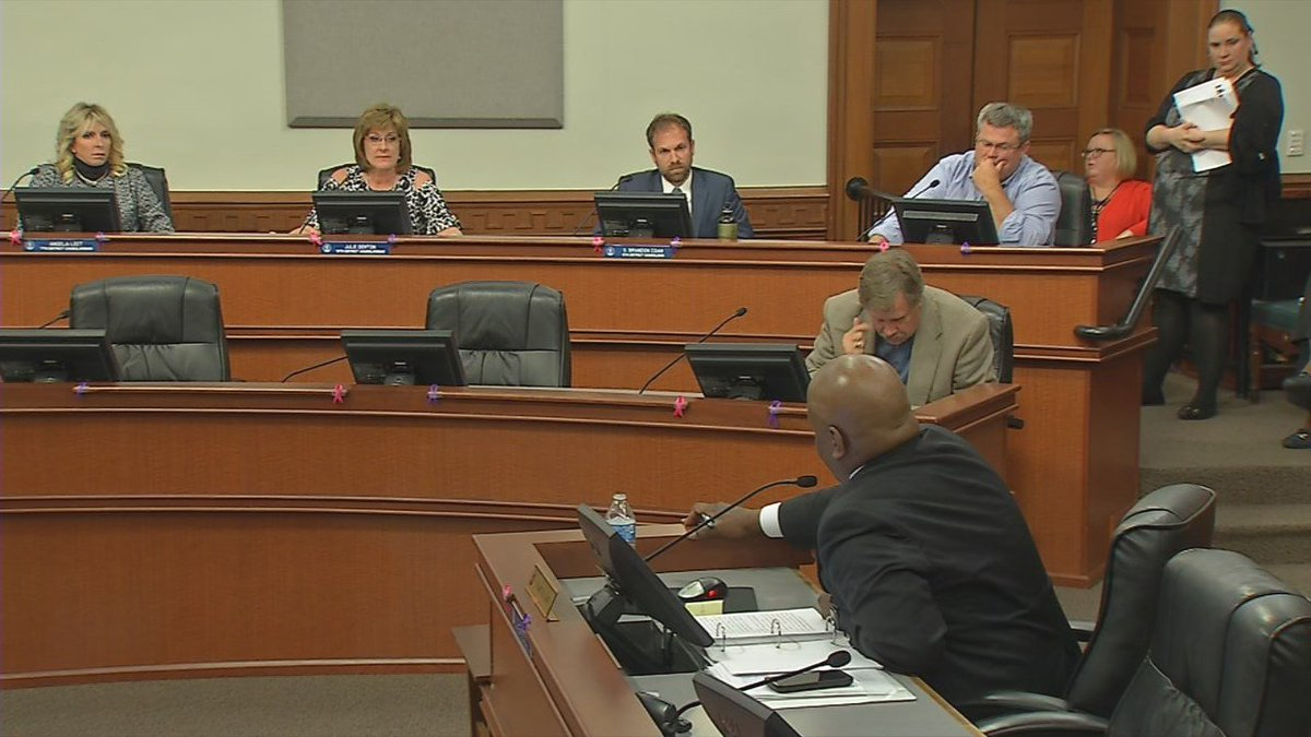 Metro Safety Committee approves city employee immigration ordinance
