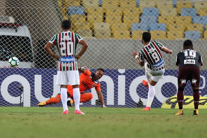 @BroadcastImagem: São Paulo é derrotado pelo Fluminense e segue pressionado. Wilton Júnior/Estadão