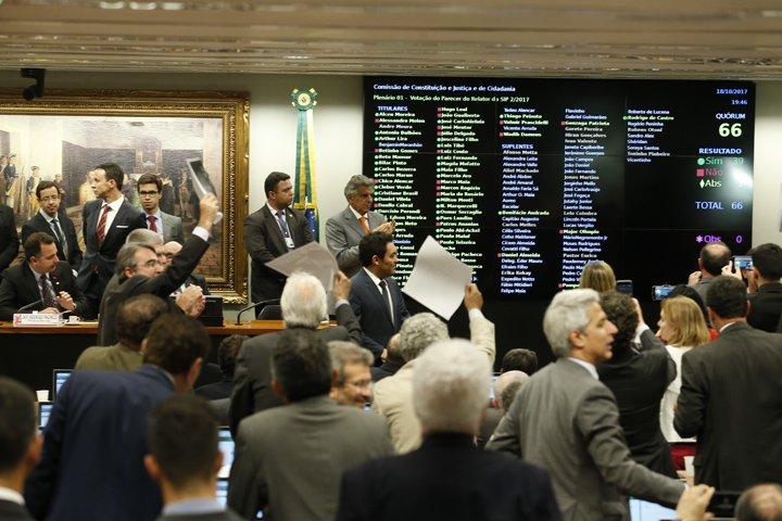 @BroadcastImagem: Por 39 a 26 votos, CCJ rejeita denúncia contra Temer e ministros. Dida Sampaio/Estadão