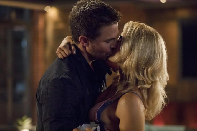 Check out these new Arrow season 6 photos—including an Olicity kiss: