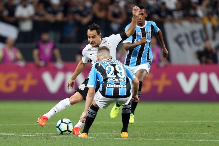 @BroadcastImagem: Corinthians empata com Grêmio e mantém vantagem na ponta. J.F. Diório/Estadão
