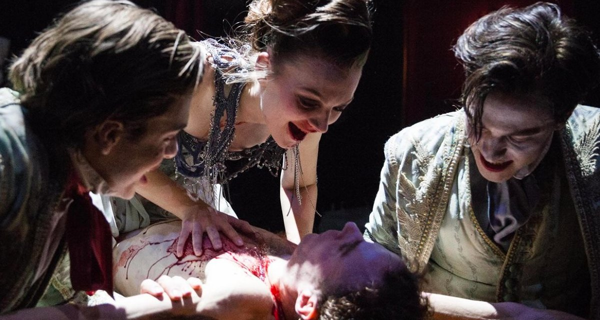 RT @WhatsOnStage: Top 10 shows to see this Halloween https://t.co/nRP1DwLiu2 https://t.co/FH8VPdOnXS