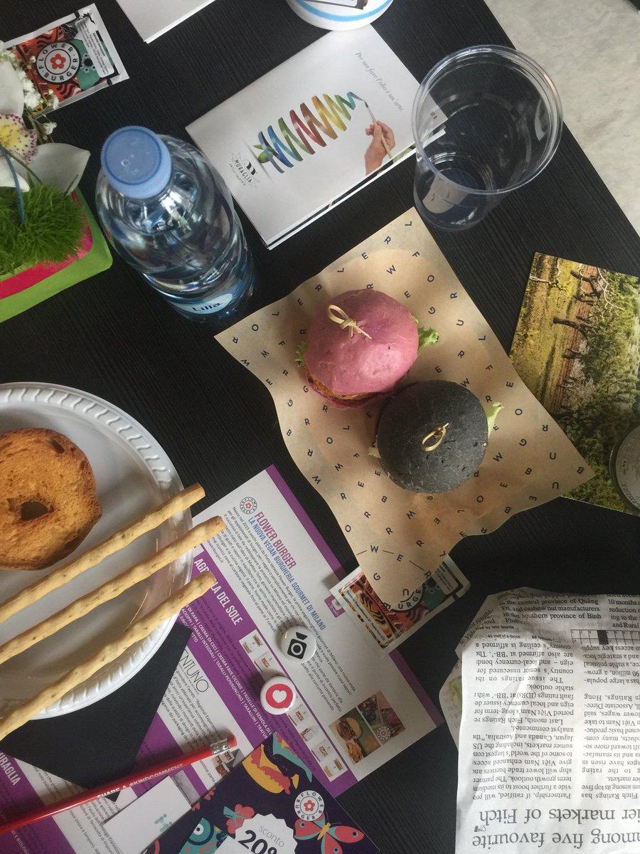 RT @justilago: Al #SMDAYIT è tempo di #Instagram e #Welovetobrunch fotografia e cibo! 🥗🍔📱#sudata https://t.co/AswAikNpc9