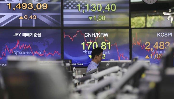 @BroadcastImagem: Após PIB, bolsas chinesas fecham em baixa e influenciam outras asiáticas. Lee Jin-man/AP
