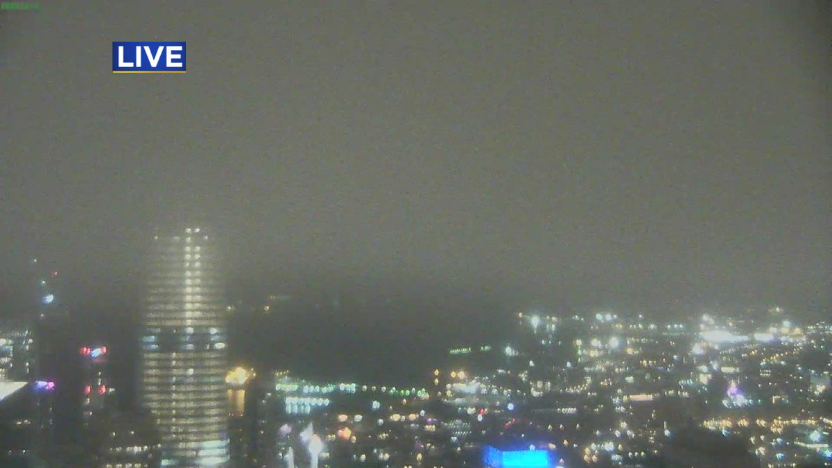 test Twitter Media - What a difference direction makes! Check out low cloud coverage as we look across Downtown #SanFrancisco from @Transamerica Pyramid, @CBSSF https://t.co/mUV6bdvmTK
