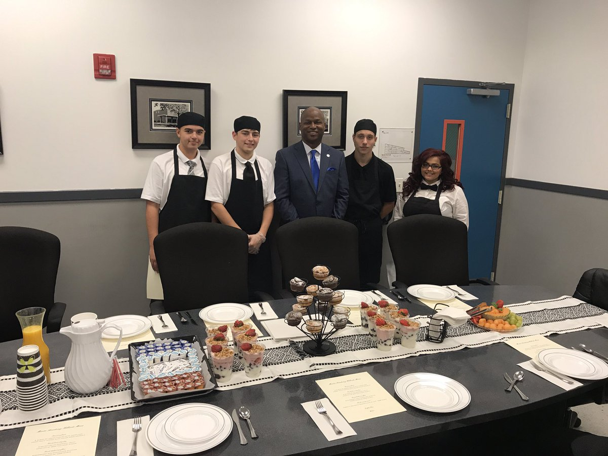 test Twitter Media - Enjoyed visiting the Menta Academy in Hillside.  I was just blown away by the amazing students there.  Special thanks to these young chefs! https://t.co/aLCpz2ZuB7