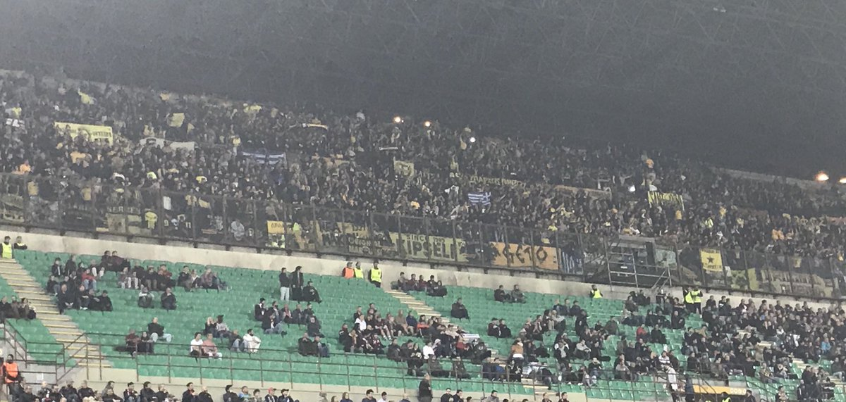There's more AEK fans than Milan fans at the San Siro tonight. Really sad, I'm now convinced sacking Montella will guarantee a better Milan. https://t.co/vUYGZBl0CY
