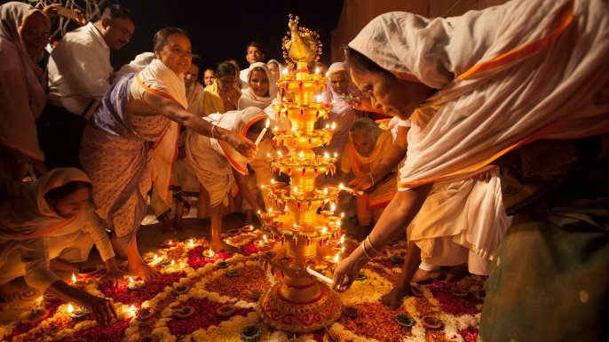 #HappyDiwali. Learn the ancient origins of Diwali, India's biggest holiday. https://t.co/Oq9rTAcIuD https://t.co/4roXFMJp8K