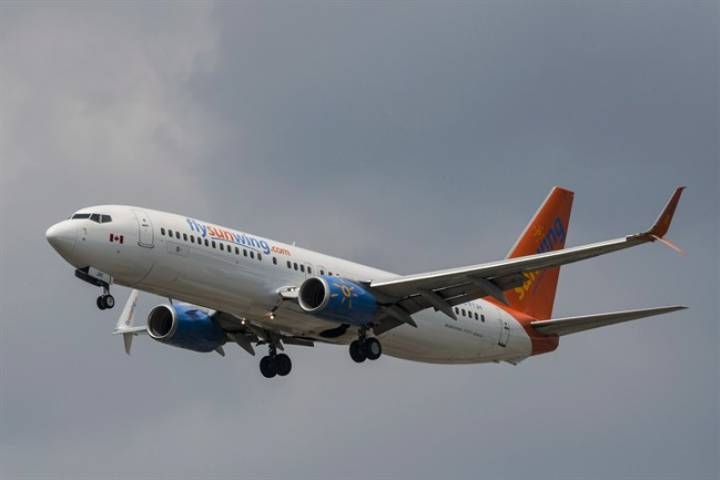 Quebecer wants to sue Sunwing over 'champagne service' that served sparkling wine