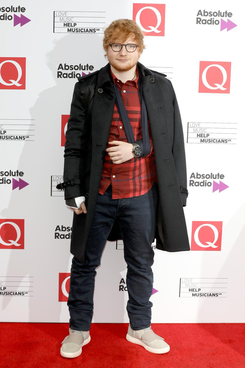 #QAwards winner @EdSheeran wears a @Burberry check shirt, jeans and cashmere trench coat to the event in London https://t.co/J7e0hMFcPX