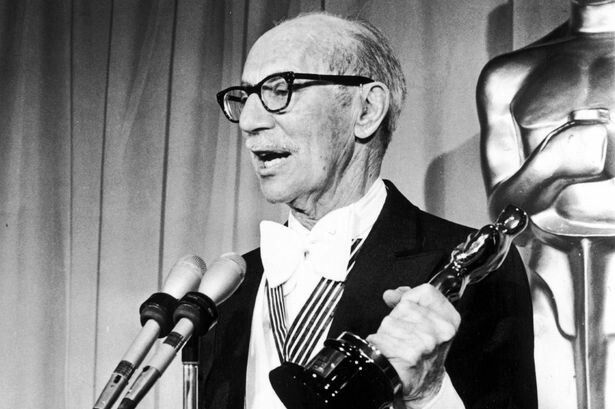 #GrouchoMarx honorary Oscar speech:I want to thank my mother, because without her we never would have been anything. https://t.co/H8X9VA4boI