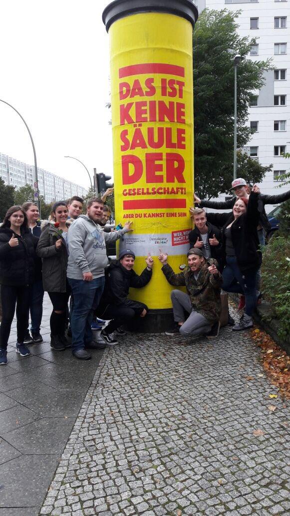 RT @StadtCuxhaven: Säule der Gesellschaft: Der Jugendbeirat #Cuxhaven in Berlin. #demokratieleben @BMFSFJ https://t.co/QapQcqYuux