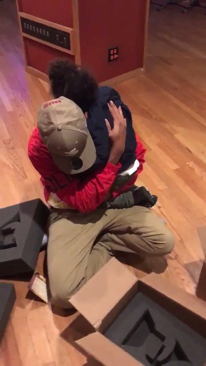 RT @IamAkademiks: Chance the Rapper and his daughter unbox his Grammy Trophy. https://t.co/AGHw53vJsM