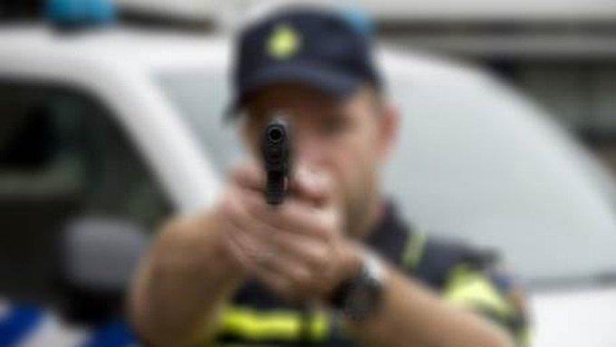 Politieverhalen: Met de dood voor ogen https://t.co/LFNZ4OwRzU https://t.co/ZSrICn3FVt